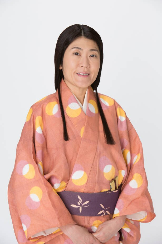 光浦靖子が、父亡き後の新野家を取り仕切っている三姉妹の長女・あやめを好演