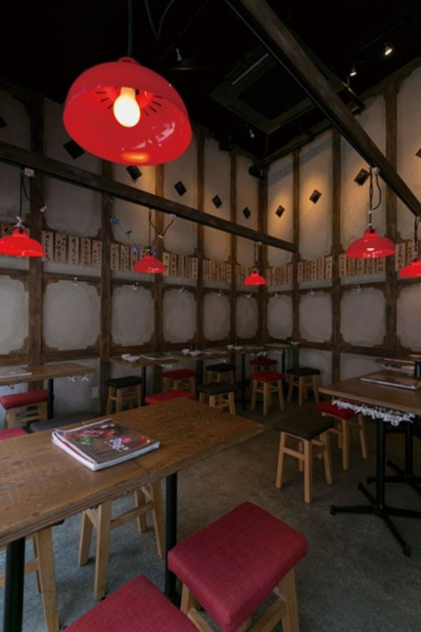 古い店舗を改築し、1~3階を使用する。迷路のような楽しさもあり/裏難波 千日前 肉寿司