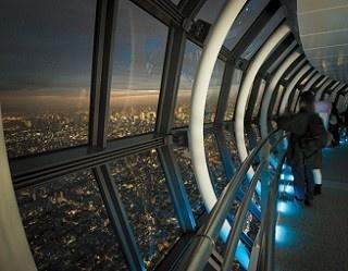 大展望台のほか、東京タワーの足元にある「フットタウン」には飲食店やみやげ店も充実している