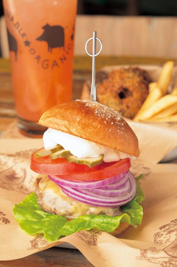 オーガニックミートや有機野菜など体に優しい食材のみを使用。ミニ バーガーも人気
