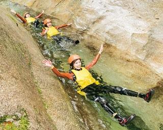 大分の滝にダイブ!童心に戻って川を巡るキャニオニングに挑戦