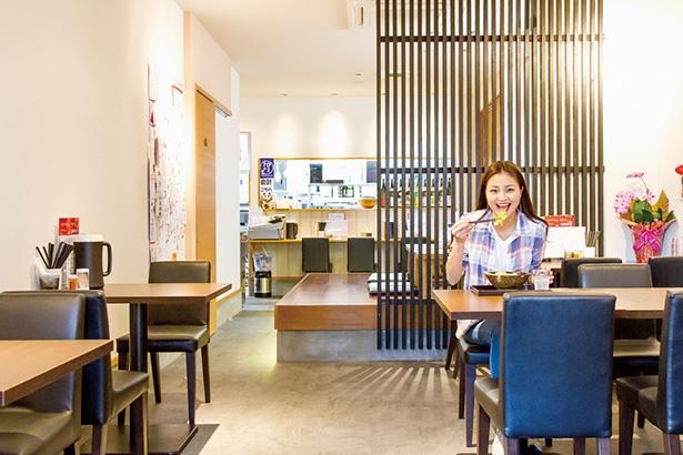 「ひなたうどん2号店」のうどんは、シイタケの風味と旨味が際立つ和風ダシが自慢