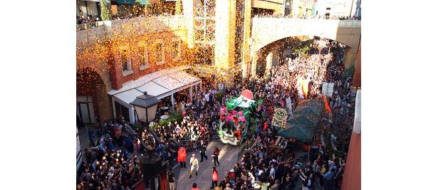 メインイベント「ハロウィン・パレード」で川崎がハロウィンムードに包まれる