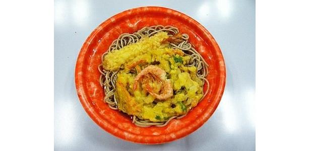 味の変化も楽しめそう「熱麺 海老天かき揚げ蕎麦」(495円/サークルK、サンクス)