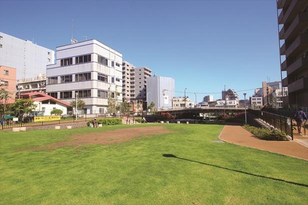 【写真を見る】大横川親水公園