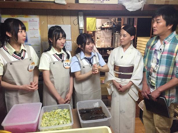 (写真左から)日高優月、白井琴望、山田樹奈らがひつまぶしの名店「あつた蓬莱軒」を訪問