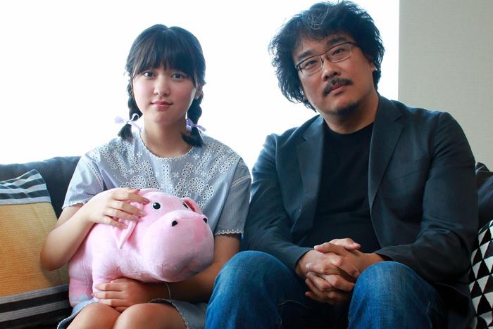 ミジャを演じたアン・ソヒョンとポン・ジュノ監督