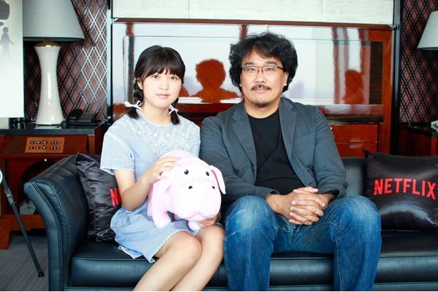 """すっかりお姉さんになったアン・ソヒョンは""""オクジャ""""人形と一緒に"""