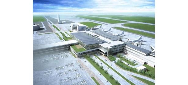 新千歳空港国内線と新国際線の両ターミナルビルは、駐車場の中央を通る連絡通路でつながる