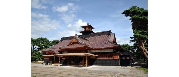 こちらは7/29(木)にオープン予定の「箱館奉行所」の外観。場所も当時のままで現代によみがえる。北海道唯一の特別史跡、五稜郭とともに、幕末期の姿を今に伝える歴史遺産だ