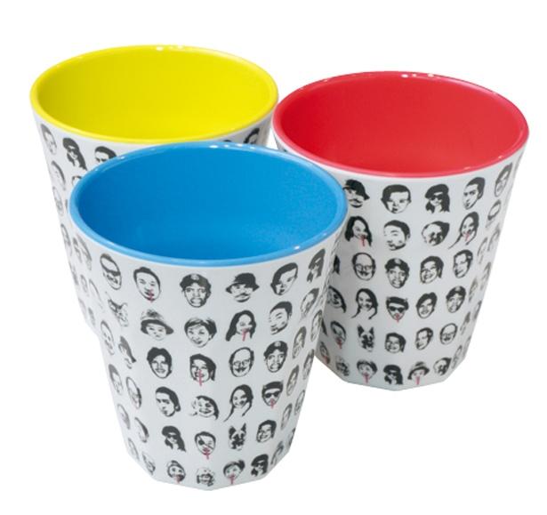 buggy柄メラミンカップ各350円は、 個性的な顔がいっぱい並んだASOKOの定番デザインだ