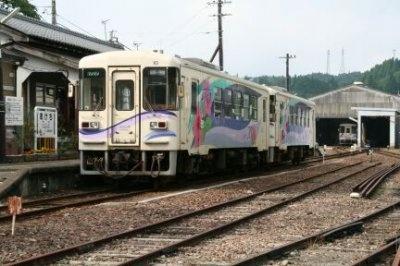 恵那駅発の明知鉄道にサンタのサプライズが!