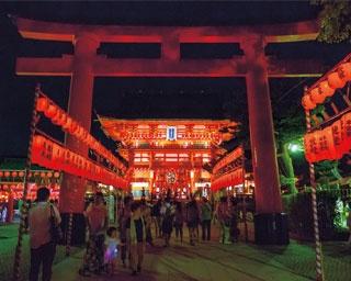 神社の楼門としては国内最大規模となる楼/伏見稲荷大社