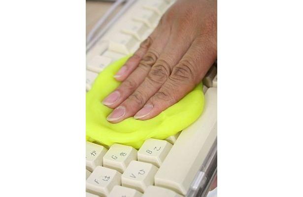 「サイバークリーン」はキーボードに押し付けると…