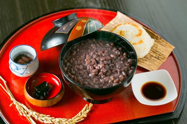 「岩井屋」の「ぜんざい」(850円)。上質な小豆の風味を存分に楽しむことができる
