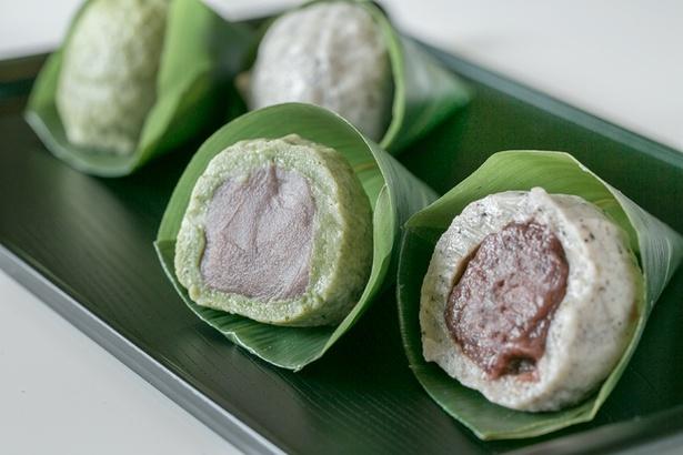 「菓匠 熊久」の「麩饅頭」(162円)。味はよもぎ入りこしあん、ごま入りつぶあんの2種