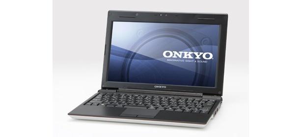 A:ONKYO C205A3(¥50,000相当)。いつでもどこでもパソコンを持ち運びたい、そんな人にぴったりの軽量約960g、薄型23㎜、バッテリー駆動約4時間を実現したミニマムノートパソコンを2名様に。 最新OSのWindows(R)7 Starterを搭載し、さらに高速無線LANやデータ読み込みの速いSSD、小型ACアダプターなど持ち運びに便利な仕様になっている。■液晶サイズ:10.1インチ■CPU:Atom N270 1.6GHz■SSD容量:32GB■メモリ容量:1G