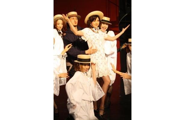 歌って踊る藤原紀香さん!