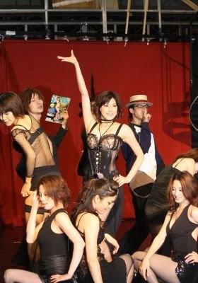 公開稽古で透け透けランジェリー姿を披露する藤原紀香さん