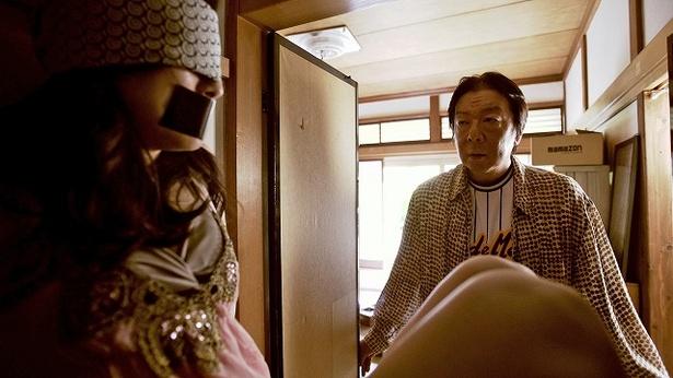 「下北沢ダイハード」のスピンオフ動画では古田新太が記憶をなくした男に
