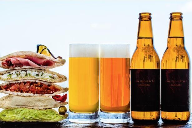 「パーク ブリュワリー 」では2種類のクラフトビールを飲み比べできる
