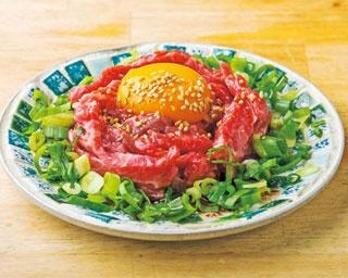 「炙りユッケ風(ハラミ)」は、脂多めの上質なハラミが口の中でとろける/花木肉店