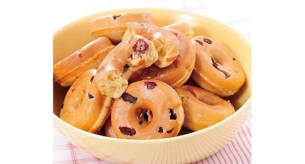 「たっぷりドライフルーツ入りドーナツ」はドライフルーツの食感が楽しくて、食べ応えもたっぷり!