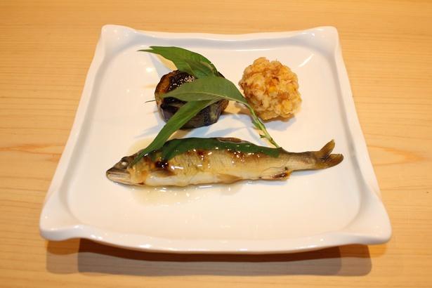 「神谷 名古屋」のアユの酢煎り
