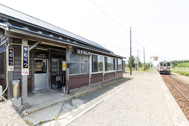 現在釧網線はディーゼル列車が走っていますが、運賃の精算は客車の中で整理券をもらい、バスのように支払う方式