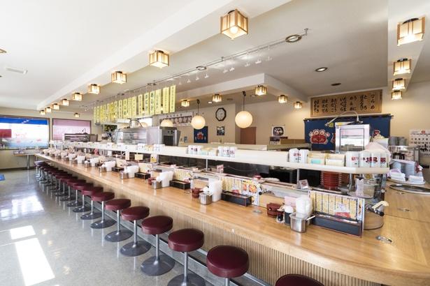 回転寿しとうたいながらもレーンにお寿司は回っていません。すべて注文して、握りたてを食べられるスタイル