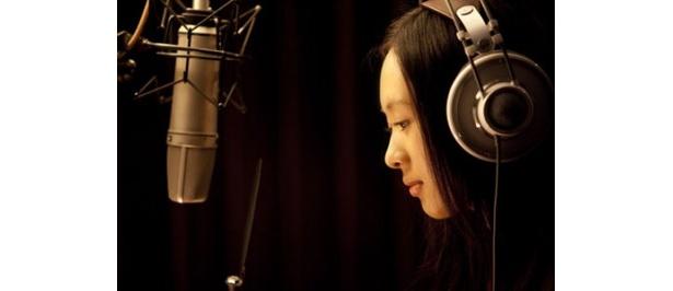 劇中で彼女が演じるのは、新人歌手のメイ