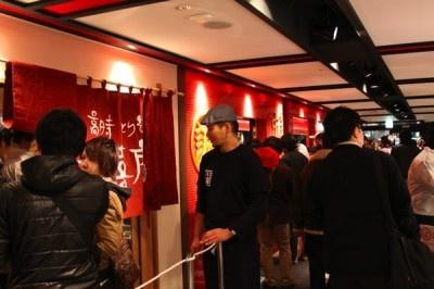 ラーメン激戦区・高円寺に誕生した「高円寺らーめん横丁」に100人超の行列が