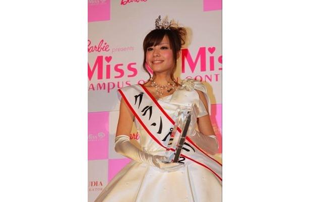 受賞後のフォトセッション グランプリの小松愛唯さん