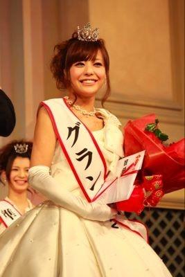 受賞直後の様子 グランプリの小松愛唯さん