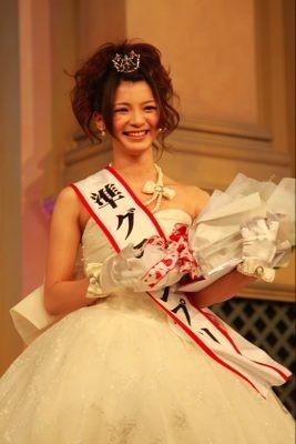 受賞直後の様子 準グランプリの齋藤由佳さん