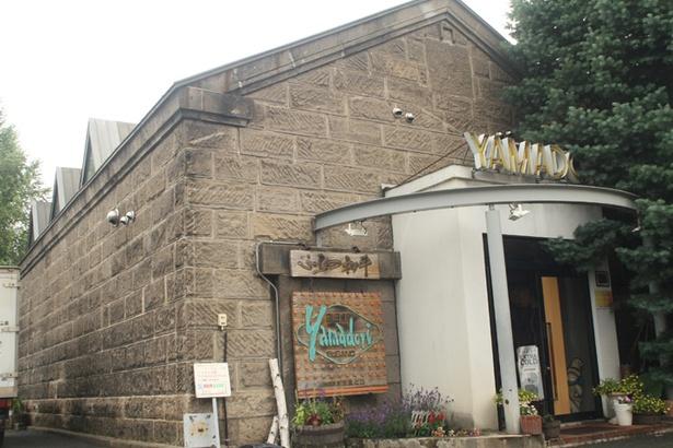 炭焼倶楽部Yamadori/店舗外観。和牛と豚、オリジナルメニューで富良野の味覚が楽しめる