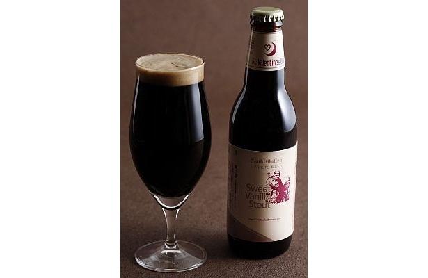 チョコレートモルトを使った黒ビールに、バニラの甘く優しい香りをつけた「スイートバニラスタウト(バレンタインラベル)」(450円)
