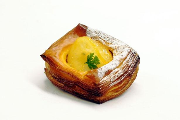 サクサクの生地と甘酸っぱいレモンクリームが絶妙!「デニッシュシトロン」(税抜330円)