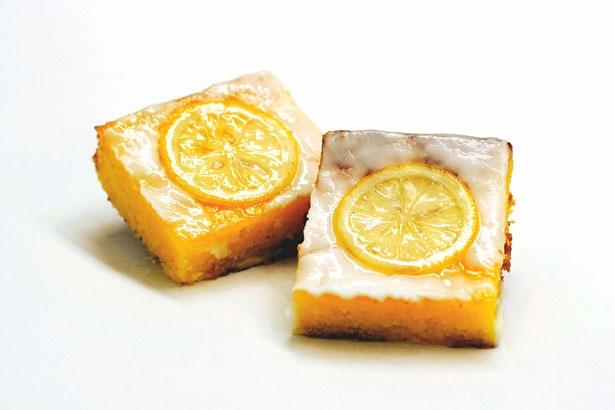 レモンの優しい酸味がしっとり食感のパウンドケーキにマッチ!「レモンケーキ」(税抜370円)