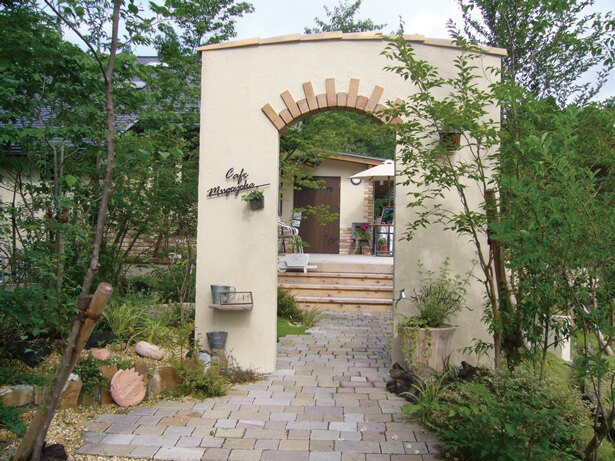 「うきは果樹の村 やまんどん」の併設カフェ「夢語寄家」。常時50種類以上のスイーツを準備している
