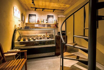 1階はテイクアウト、2階がカフェスペースとなっている/SUGiTORA