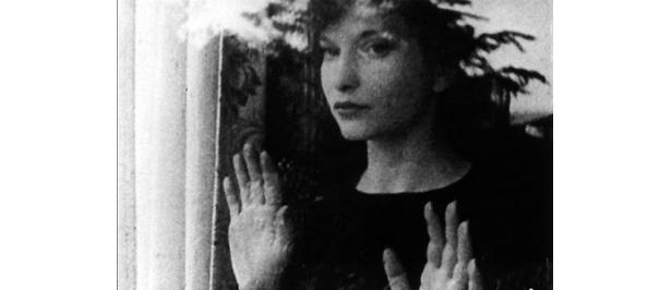 前衛的な作品を生み出し続けた女性監督、マヤ・デレンの足跡をたどる作品が登場