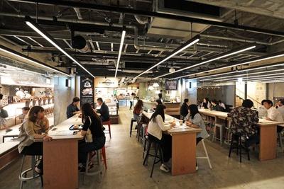 約300席ある共用スペースなど、フロア内では自由に飲食可能/京都タワーサンド
