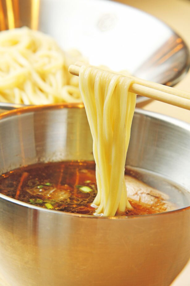 地鶏と煮干しをベースに香川の醤油を効かせた、「つけそば」(900円)/京都千丸 しゃかりき murasaki