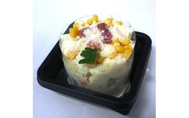 チーズの風味がしっかりとしたポテトと生ベーコンの食感が楽しめる「ポテトサラダチーズ風味」