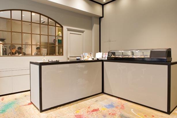 おしゃれな店内。同ビル1階に、この店のタルトが味わえるカフェ「アパルテ・デ・アンヴュー」も/maru sankaku shikaku