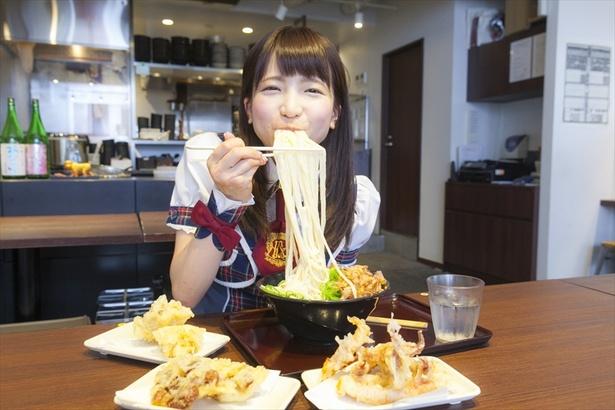 「麺が華厳の滝みたい♥麺を伸ばすと小麦の甘さが香る〜」(もえあず)