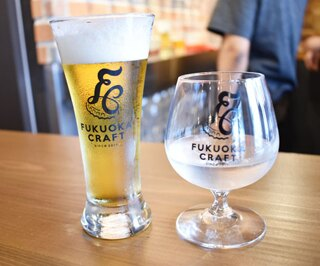アメリカで人気のクラフトビール「ブルームーン」(ハーフパイント518円)と、メキシコで製造するエルボラーチョオリジナルのクラフトテキーラ(1ショット464円)