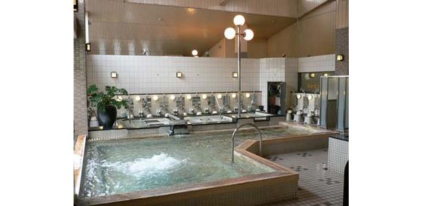 この大浴場がゆずの香りでいっぱいに!「ヨコヤマユーランド 緑 八朔の湯」