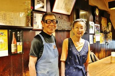 (左から)3代目店主の山田弘さんと女将の良子さん